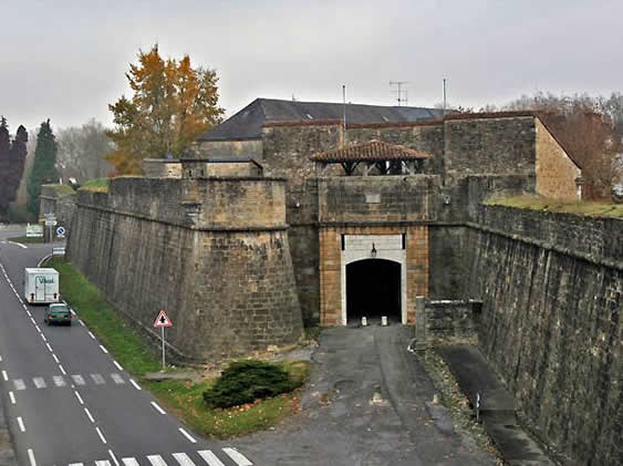 Porte Saint Antoine Of Atlasbe Navarrenx